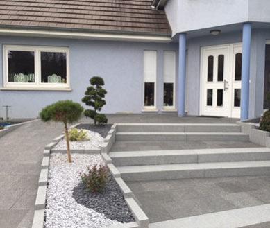 Illustration Escalier et rampe d'accès pour personnes à mobilité réduite